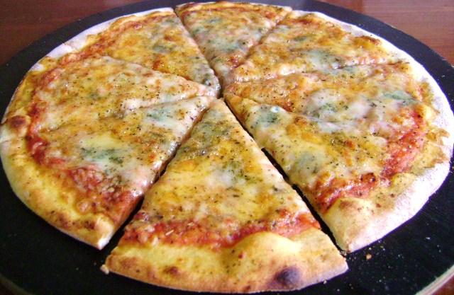 Grilled-quattro-formaggi-pizza
