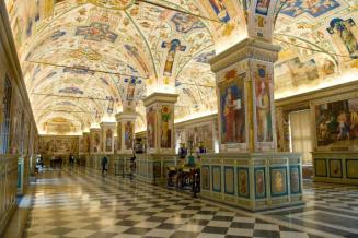 The_Sistine_Hall_of_the_Vatican_Library_2994335291